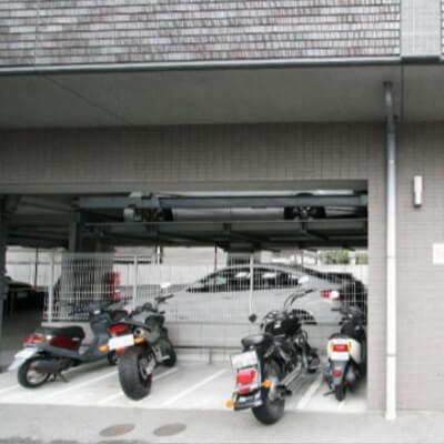 クリーデンス福島(バイク置場)